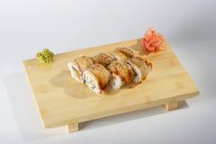 De broodjes van de partij op houten dienblad stock afbeeldingen