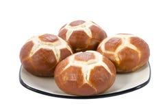 De broodjes van de voetbal op een plaat. Stock Fotografie