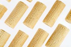 De Broodjes van het wafeltje Gtoup van smakelijk knapperig buiswafeltje op witte achtergrond Dessert stock afbeelding