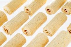 De Broodjes van het wafeltje Gtoup van smakelijk knapperig buiswafeltje op witte achtergrond Dessert royalty-vrije stock foto's