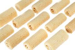 De Broodjes van het wafeltje Gtoup van smakelijk knapperig die buiswafeltje op witte achtergrond wordt geïsoleerd Dessert royalty-vrije stock foto's