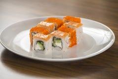 De broodjes van Philadelphia en van Californië Japans voedsel Stock Foto