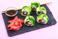 De broodjes van sushi met tonijn Stock Foto