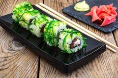 De broodjes van sushi met tonijn Stock Afbeelding