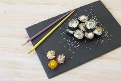De broodjes van sushi met zalm Royalty-vrije Stock Foto's