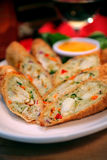 De Broodjes van zeevruchten met Krab, Kool, Wortelen, Saus Stock Afbeeldingen
