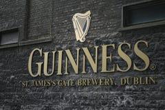 De brouwerijembleem van Guiness in Dublin Stock Foto