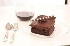De brownie van de chocolade en wijnachtergrond Stock Afbeeldingen