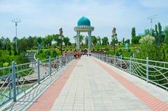 De brug aan het Herdenkingscomplex royalty-vrije stock fotografie