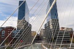 De brug abstracte geometrische gebouwen van Bilbao Royalty-vrije Stock Afbeeldingen