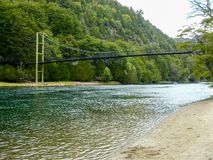 De brug in Alerces Patagonië stock afbeeldingen