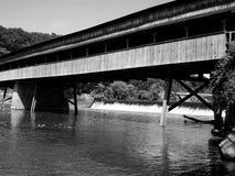 De brug beëindigt nooit Stock Afbeeldingen