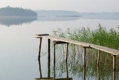 De brug bij meer stock fotografie