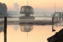 De Brug Dawn van het Spoor van de Rivier van Fraser Stock Afbeelding