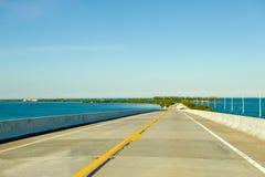 De brug of de verhoogde weg van de weg royalty-vrije stock afbeelding