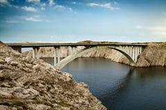 De brug die tot het eiland leidt Royalty-vrije Stock Foto