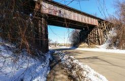 De brug die van de ijzerspoorweg weg overspannen Royalty-vrije Stock Afbeelding