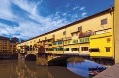 De Brug die van Pontevecchio Arno River in Florence, Unesco kruisen stock foto's