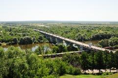 De brug door de rivier Klyazma Stock Afbeelding