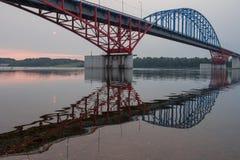 De brug door de rivier Yenisei stock fotografie