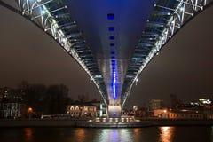 De brug door Moskou-Rivier Stock Afbeeldingen