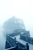 De brug en de mist van de zigzag Stock Foto's