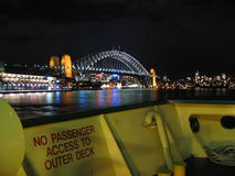 De Brug en de veerboot van de Haven van Sydney Stock Afbeelding