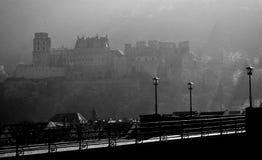 De brug en het kasteel van Heidelberg in zwart-wit royalty-vrije stock fotografie