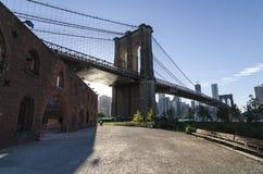 De Brug en het Lower Manhattan van Brooklyn. Stock Foto