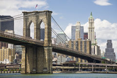 De brug en Manhattan van Brooklyn Stock Afbeelding