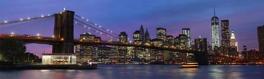 De Brug en Manhattan van Brooklyn bij zonsondergang royalty-vrije stock fotografie