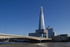 De brug en Southwark van Londen Stock Foto's