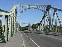 De brug Glienicke tussen Berlijn en Potsdam Stock Afbeeldingen