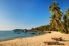 De brug leidt tot tropisch strand Royalty-vrije Stock Afbeelding