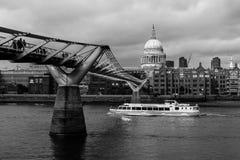De Brug Londen van het millennium Stock Afbeeldingen