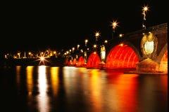 De brug in nacht Stock Afbeelding