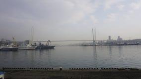 De brug over de Gouden Hoorn vladivostok Stock Foto
