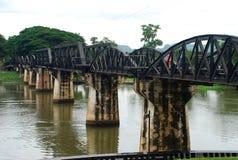 De Brug over de rivier Kwai. Kanchanaburi, Thailand stock afbeeldingen