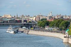 De brug over de Rivier van Moskou Stock Fotografie