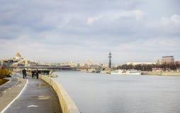 De brug over de Rivier van Moskou Stock Afbeelding