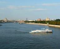 De brug over de Rivier van Moskou Stock Foto's