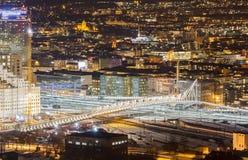 De brug over de spoorweg. Oslo, Noorwegen royalty-vrije stock fotografie