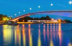De brug over de Volkhov-Rivier in Veliky Novgorod stock fotografie