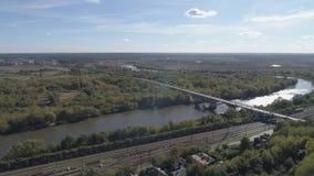 De brug over de Klyazma-Rivier in de stad van Vladimir