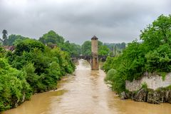 De brug over rivier gaf DE Pau in Orthez - Frankrijk royalty-vrije stock foto's