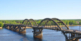 De brug over Volga Rybinsk, Rusland Royalty-vrije Stock Fotografie