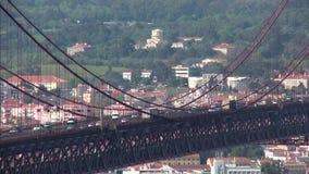 de brug van 25 DE abril in Lissabon stock footage