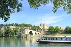 De brug van Avignon en het Pausenpaleis in Avignon, Frankrijk Stock Fotografie