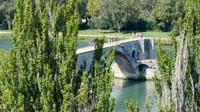 De brug van Avignon, in het zuiden van Frankrijk stock videobeelden