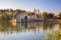 De Brug van Avignon met Pausenpaleis in de Provence, Frankrijk Royalty-vrije Stock Foto's
